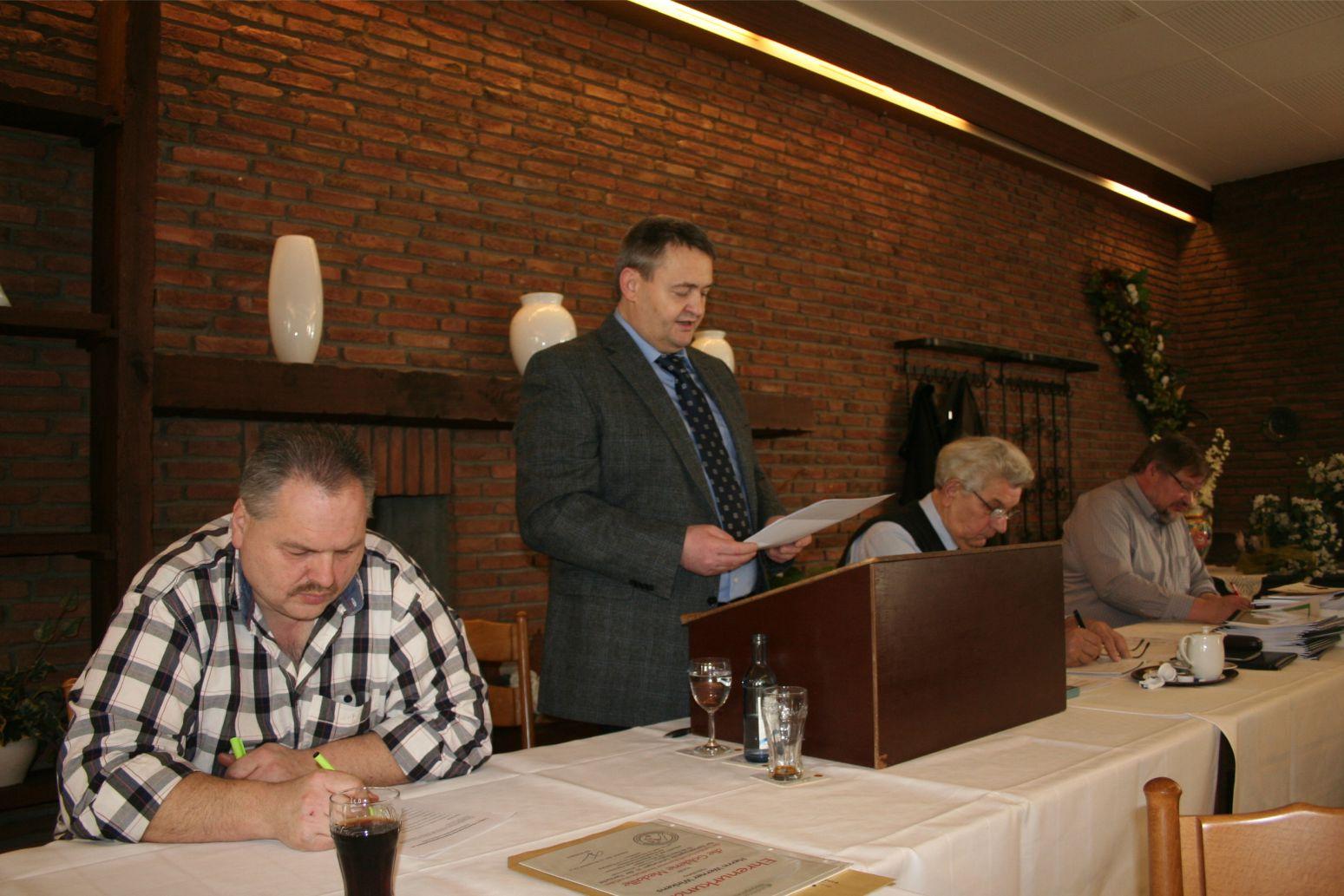 D. Beckers und seine Vorstandskollegen